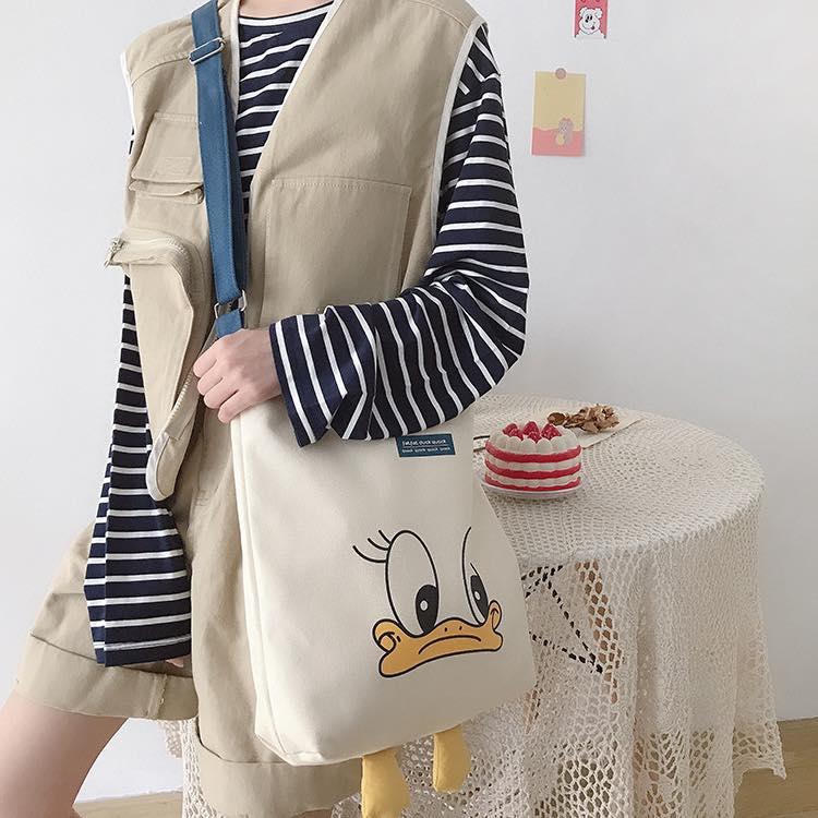 Bạn sẽ thật sự nổi bật, tự tin khi mang một chiếc túi mình cảm thấy yêu thích và phù hợp như sản phẩm này.