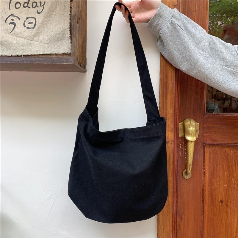 Túi đơn giản, phong cách đường phố dễ phối đồ, à 1 item không thể thiếu cho tín đồ Street Style