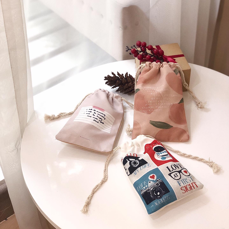 Túi vải bố dây rút mini được thiết kế gọn nhẹ, chắc chắn, giúp bạn thoải mái