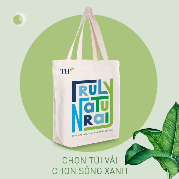 Sử dụng túi vải canvas TH thay thế túi nilon sẽ góp phần giảm lượng rác thải khó phân hủy gây hại cho môi trường, thiên nhiên.