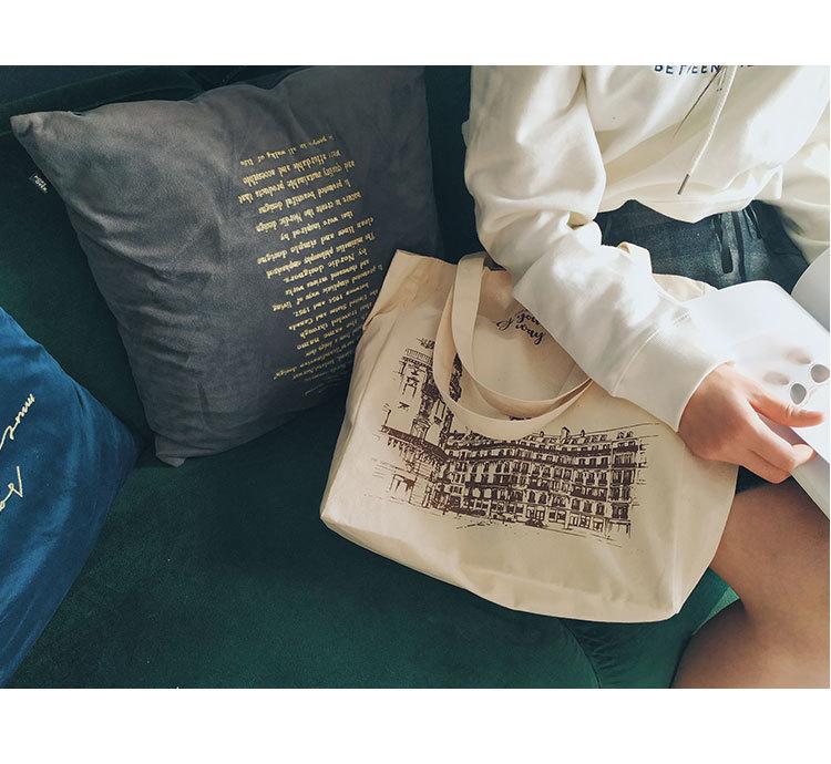 Những mẫu hình in túi vải canvas được thiết kế ấn tượng, hàm chứa những điều dung dị, giản đơn đến phức tạp