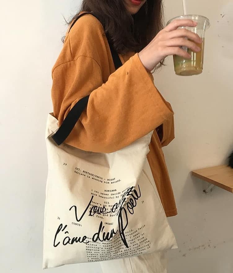 Có rất nhiều kích thước túi canvas khác nhau, việc lựa chọn túi cho phù hợp sẽ phát huy tối đa lợi ích của chiếc túi mang lại.