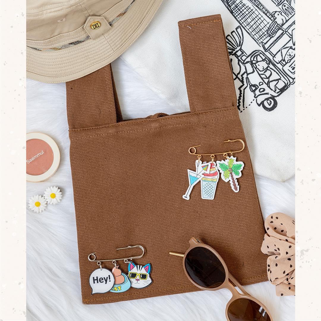 Sử dụng túi vải canvas thay thế túi nylon là cách để bạn bảo vệ môi trường