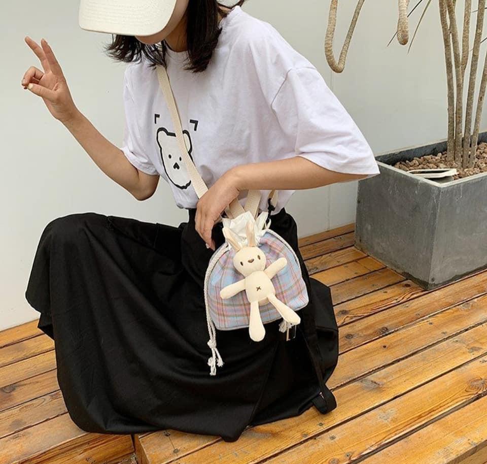 Canvas bags caro phong cách Nhật Bản chắc hẳn đã từng làm bạn mê mẩn bởi sự đáng yêu, hữu dụng và trẻ trung, khỏe khoắn