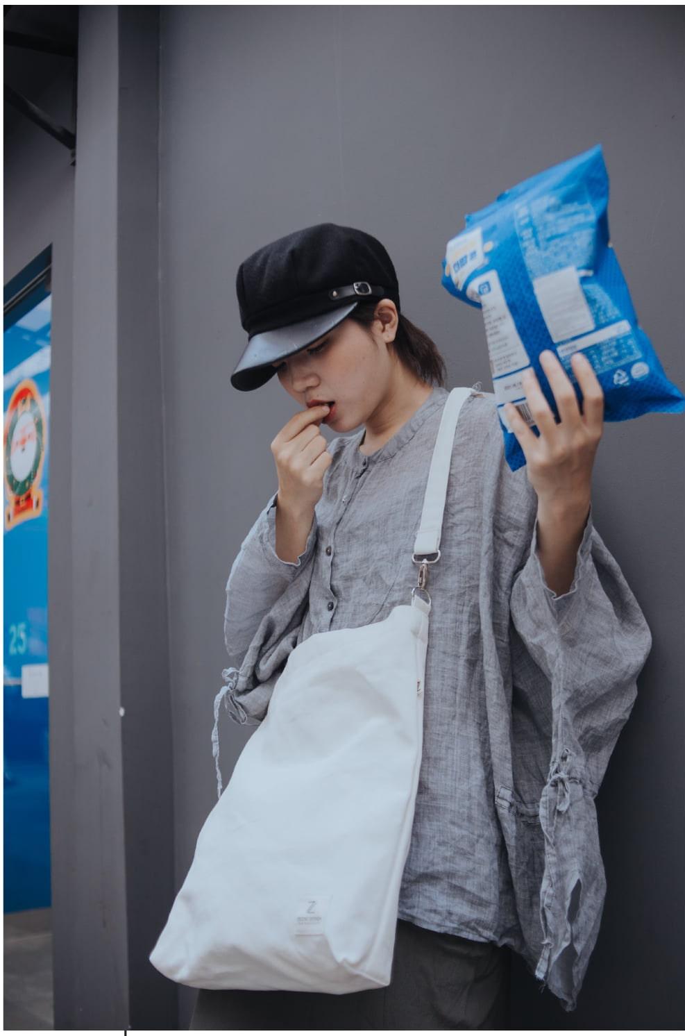 Túi tote canvas màu đen, màu trắng với thiết kế thông minh và tiện dụng và bắt mắt với hình in bắt mắt mang đến sự thẩm mỹ cao