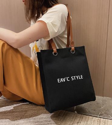 Túi vải canvas với các kiểu quai xách khác nhau tạo nên sự đa dạng về thời trang, sở thích và nhu cầu sử dụng cho nhiều khách hàng