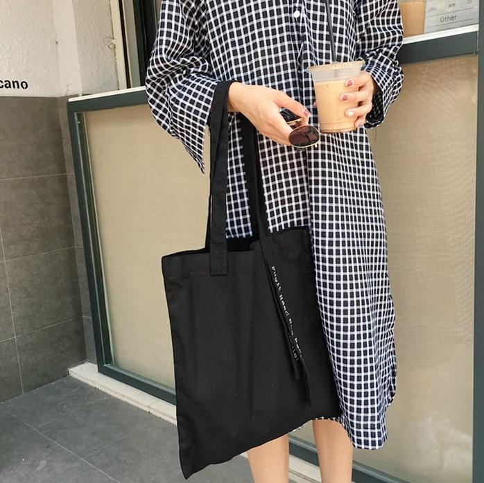 Với những màu sắc nổi bật cùng tính tiện dụng, thời trang nên túi tote canvas in màu được nhiều người yêu thích sử dụng.