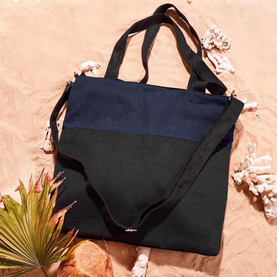 Túi đeo chéo canvas phối màu không chỉ mang đến độ bền, tiện ích mà còn mang đến tính thẩm mỹ, tinh tế cao.