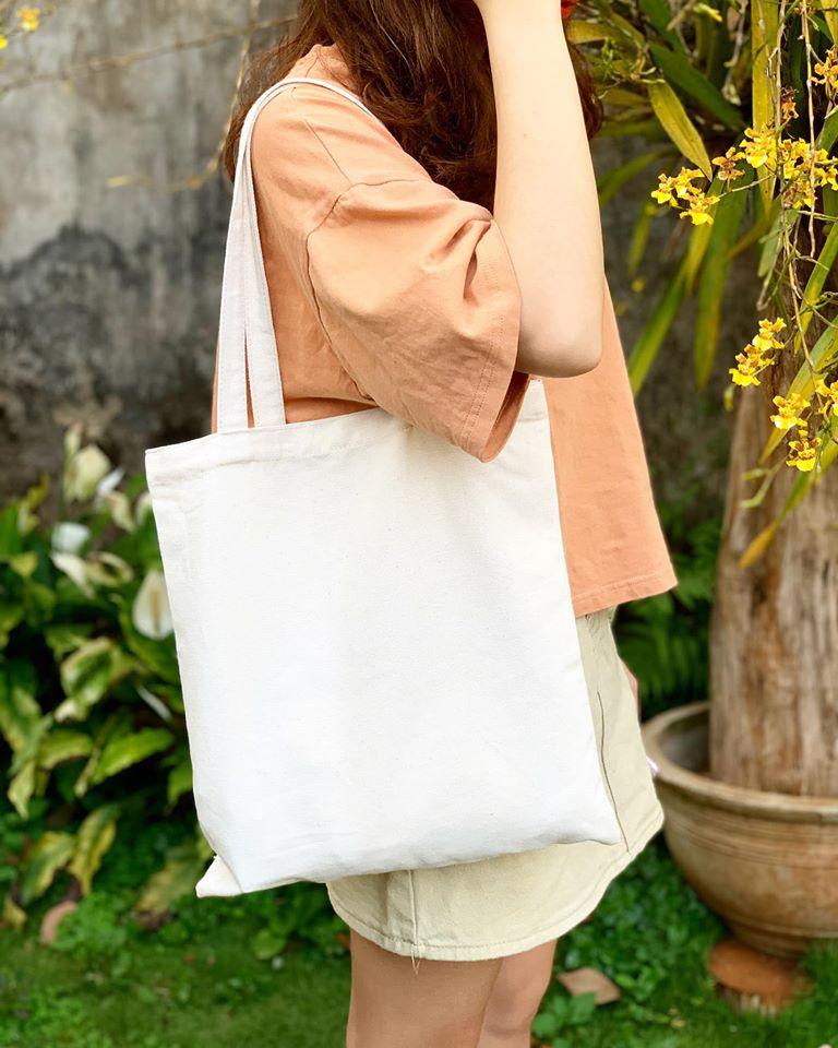 Một túi tote trơn đẹp, chất lượng là sản phẩm hoàn hảo cho cuộc sống hàng ngày