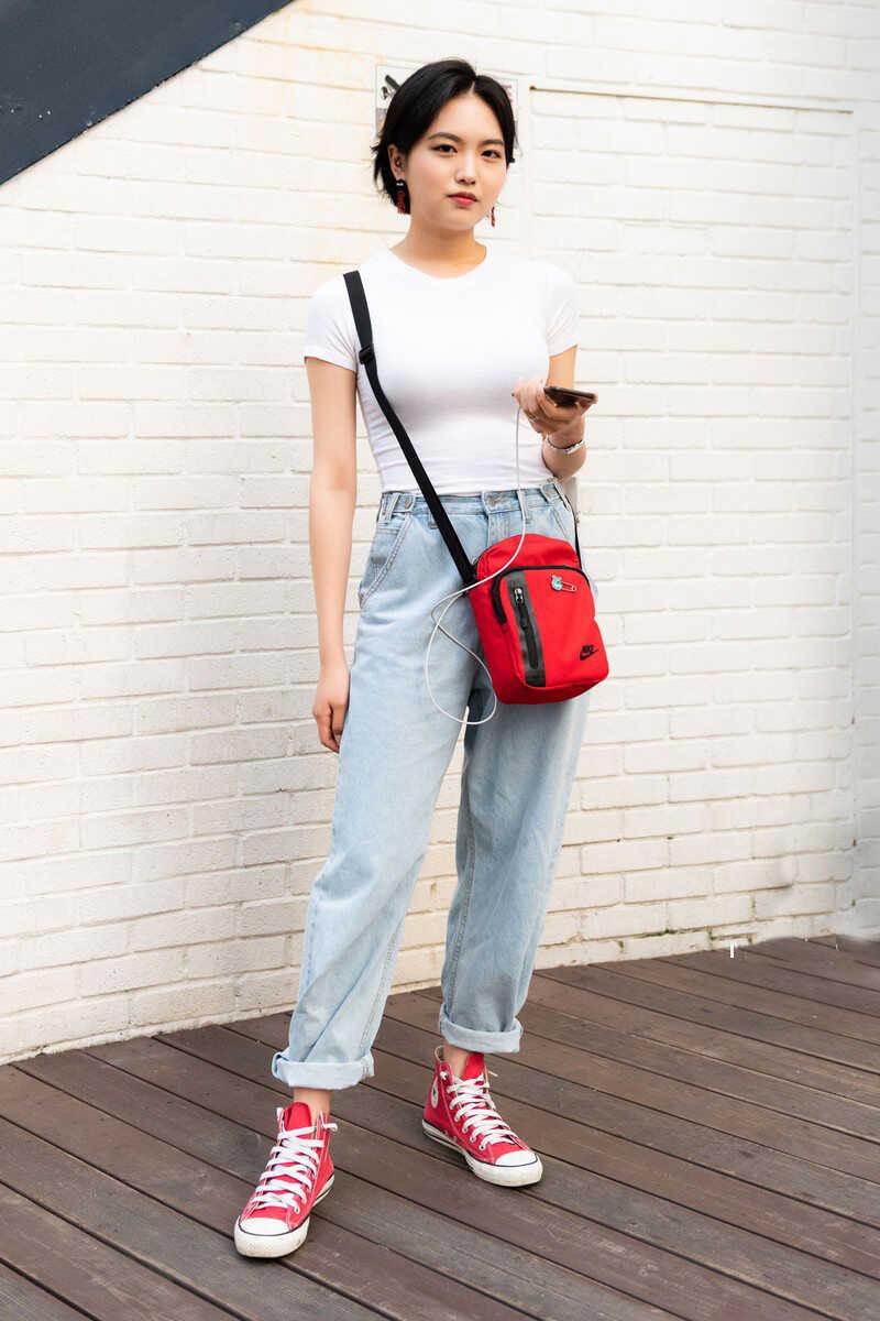 Với chất liệu bền chắc kết hợp với phong cách thiết kế hiện đại, trẻ trung tạo nên những sản phẩm túi xách thời trang đậm style Hàn Quốc