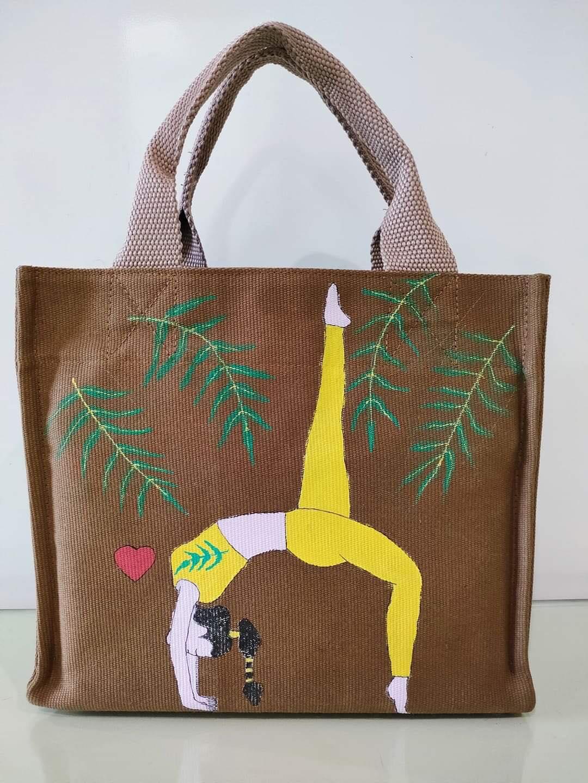 Túi canvas in hình yoga thể hiện tình yêu, tình cảm của các yogi và của các trung tâm với các học viên