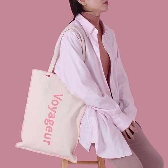 """Túi vải canvas là phụ kiện """"quốc dân"""" không thể thiếu đối với những tín đồ đam mê thời trang"""